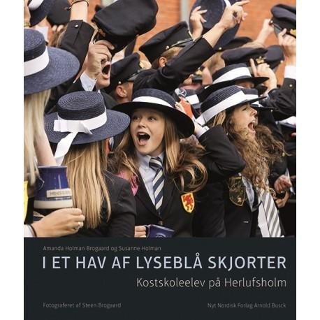 I et hav af lyseblå skjorter: Kostskoleelev på Herlufsholm