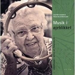 Musik i øjeblikket: en håndbog om musik i ældreplejen