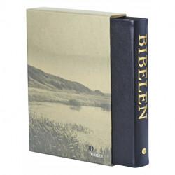Bibelen - stort format: i sort skind ægte skind med guldsnit og fingerregister