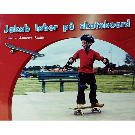 Jakob løber på skateboard